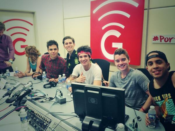Buenos días desde @Morninglorymag con @ItsMidnightRed http://t.co/ucby1dUKlU