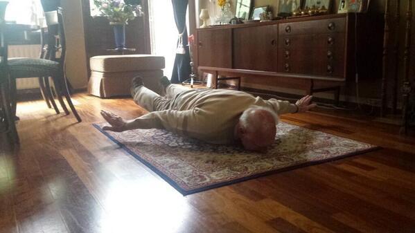 Van Persie's 93-year old grandad goes #Persieing!http://t.co/8MyZUlOkId http://t.co/dqOiF7ikCM