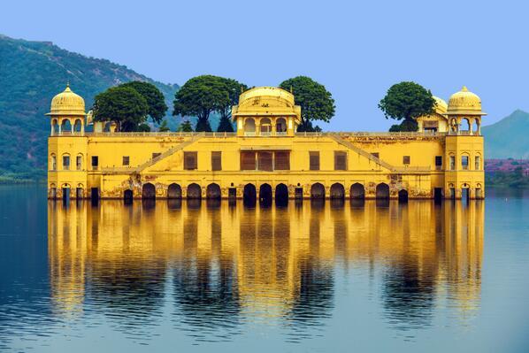 ¿Sabíais que el Palacio del Agua de #Jaipur,en temporada de lluvias, solo queda 1 de sus 5 pisos sobre la superficie? http://t.co/HmSUXCpNBr