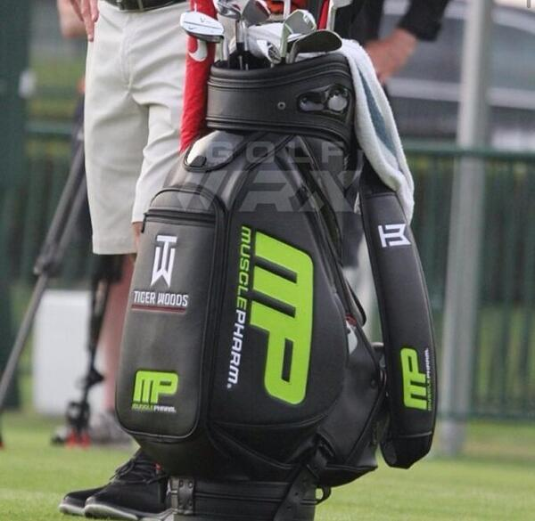 @TigerWoods new golf bag is sick! #MP #playhardtrainharder http://pic.twitter.com/LGcMp9zqNJ