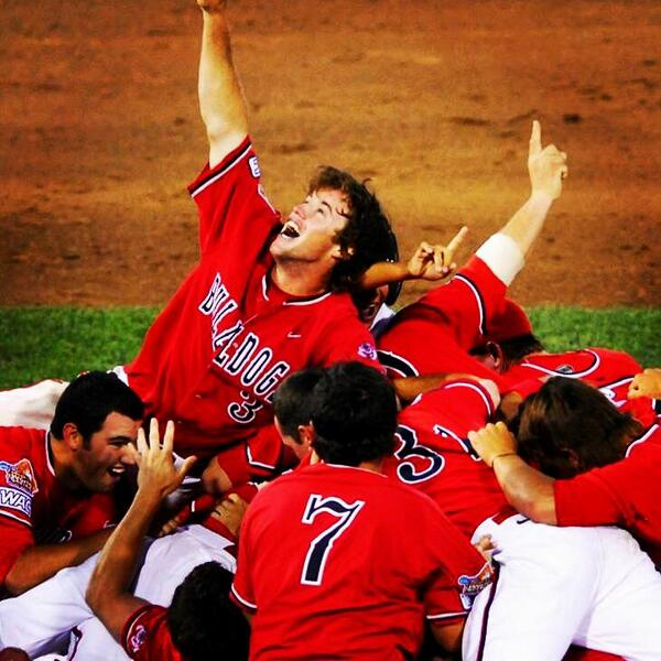 6 years ago today, @FresnoStateBSB won the 2008 #CWS. #UnderdogsToWonderdogs #NationalChamps #GoDogs http://t.co/cMHKgkTDDG