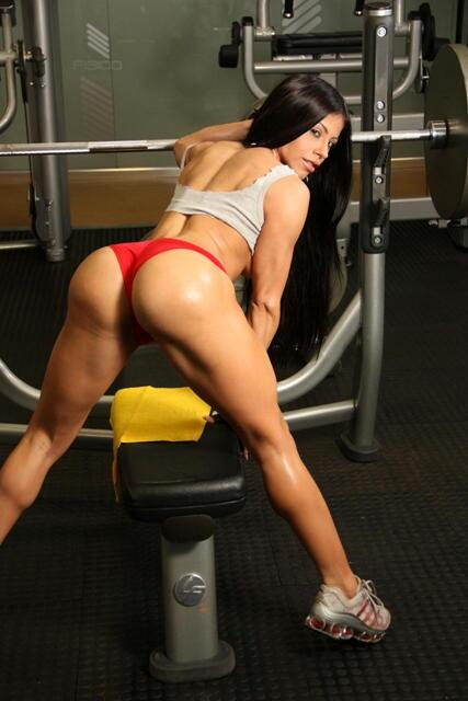 Yep, she squats http://t.co/Jw9gMhuiiM