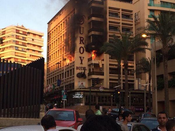 صورة من إنفجار الروشة الأن  #Lebanon #Beirut #Explosion  Cc: @Annahar   Via: @AnasSJarrah http://t.co/ihrNc8Chw2