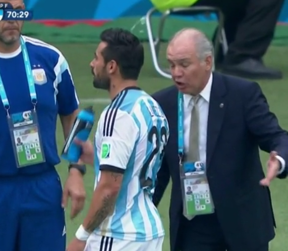 Bq pXK CYAIp65y WTF!? Ezequiel Lavezzi sprays Argentina coach Sabella with water while being instructed v Nigeria [Pic & Vine]