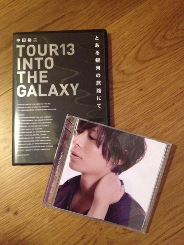 中田裕二君の本日発売のLIVE DVD『とある銀河の旅路にて』、わたくしギターで参加させていただいております。是非とも観ていただきたい。そしてカバーアルバム『SONG COMPOSITE』がまた凄いから、これ聴いてみたほうが良いだす! http://t.co/VDj4WYKtWS