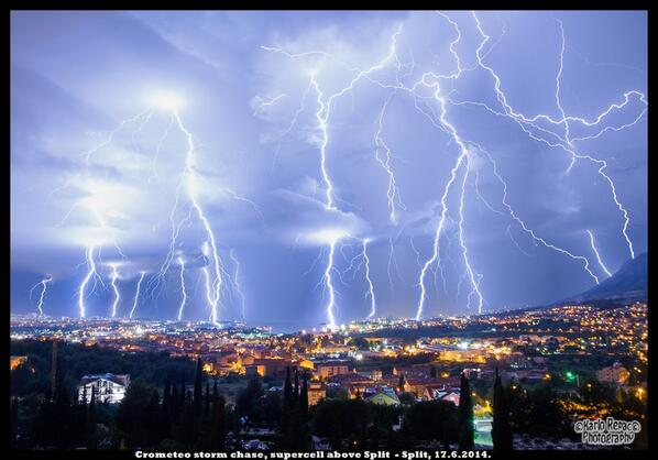 A shocking sight over Split, Croatia yesterday http://t.co/tAFY357BFs #lightning #weather #AMHQ http://t.co/wRTs3nPB6L