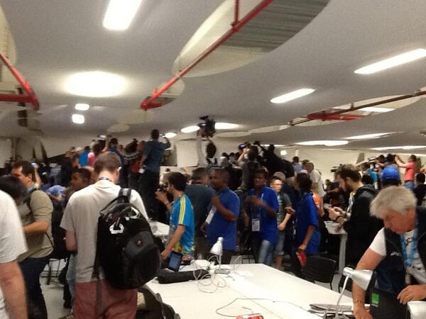 Complete chaos in the Maracana press centre. Group of Chile fans running amok http://t.co/2ngmjZqfWi