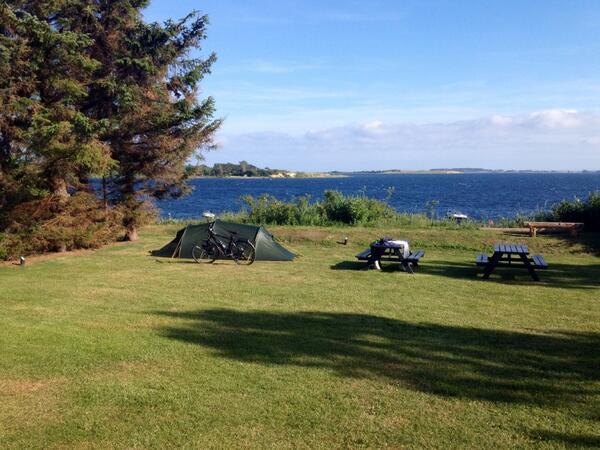 Op camping in de buurt van Fåborg. Met zeezicht.