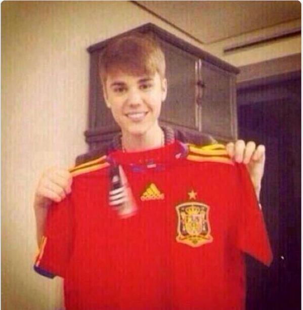 Carla Aranguren (@carladeportes): El gran culpable de todo lo que le pasó a España es... http://t.co/GCrcovaKpJ