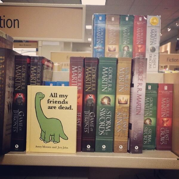 Hey who put this book in the wrong ... oh .. never mind. (@ngelavaliant) #GameOfThrones #LibraryLife http://t.co/GawbWbZiw3