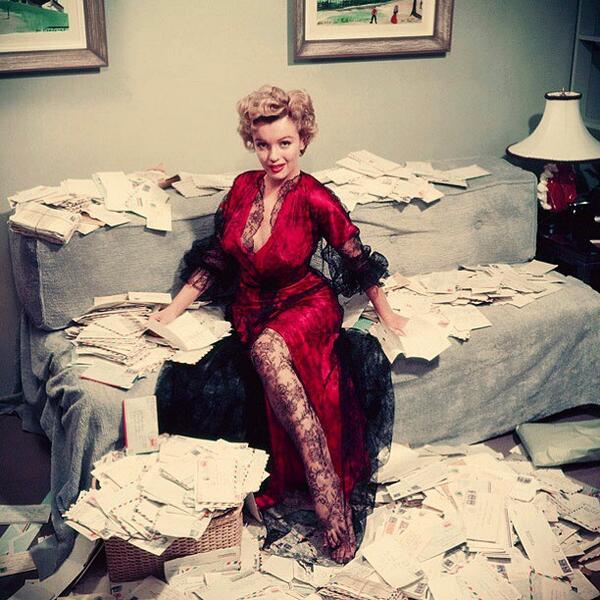 Marilyn Monroe & her fan mail, 1950 http://t.co/wtPxARlnE5