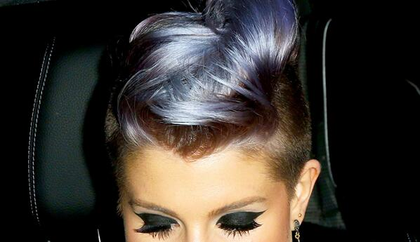 Everybody! Let's take five minutes and appreciate @KellyOsbourne's hair.   http://t.co/HmNsPrR5YA http://t.co/DUUBQK1Y2T