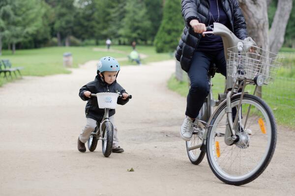 P'tit velib: Paris becomes first city to extend bike sharing scheme to children http://t.co/oXH24onx8h http://t.co/tuzmJM8GW7