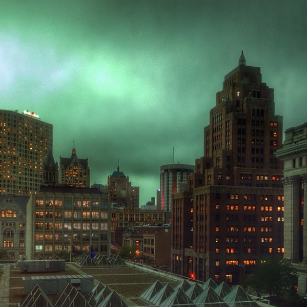 #tbt Throwback to yesterday when #MKE looked like Gotham City. Props to @t_todd http://t.co/8st9oGEQvq