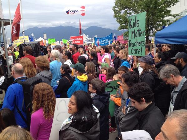 Thousands show their support for @BCTF in Vancouver! All together for public education #bced #bcpoli @bcfed http://t.co/a3gxgxubot