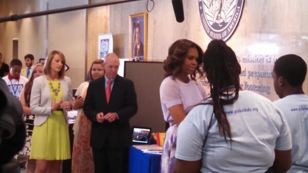 .@FLOTUS talking with students at our Summer Learning Day event with @usedgov! #SLD2014 http://t.co/YnTvA8Y8hE