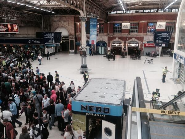 #Victoriastation closed. Man with machete to his throat in cafe. Armed Police move all on East Concourse into shops. http://t.co/nLHuiMyVSc