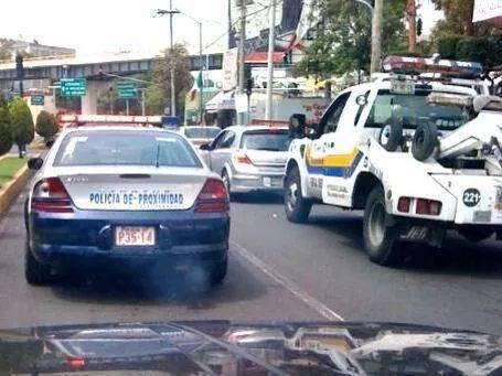 MIREN!  Compartan esta foto a @ManceraMiguelMX y @POLICIA_CDMX para ver si le aplican el #HoyNoCircula Vale un RT No? http://t.co/SFKN1Euuvx