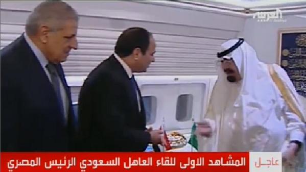 المشاهد الاولى للقاء العاهل السعودي الرئيس المصري http://t.co/93Ia9CStf2