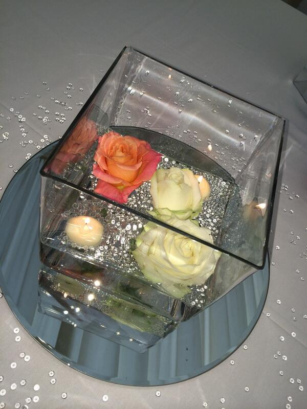 RT @greenwich_wed: Simple and elegant #table centerpieces #wedding #roses http://t.co/scUaTrZ4Gh