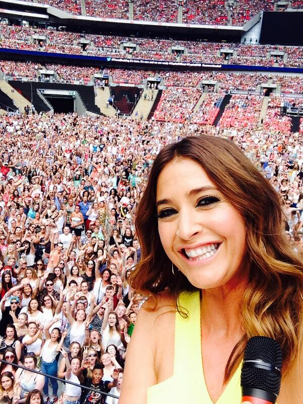 Hey look at my selfie with 40K gorgeous people at @wembleystadium #CapitalSTB RT!!! http://t.co/692gn1ehcN
