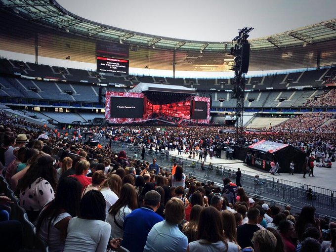 Le debut du concert se fait attendre ;) #WWATFrance #WWAT #stadedefrance http://t.co/Vp2xm2irsl