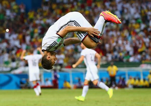 BqrmeSYCUAAOyfl INCREDIBLE! Germanys Miroslav Klose ties the all time World Cup scoring record v Ghana [Tweets]