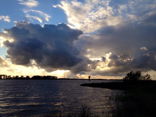 Op camping aan de oever van de Weser. Weer 120km minder te fietsen. Morgenvroeg nemen we het veer.