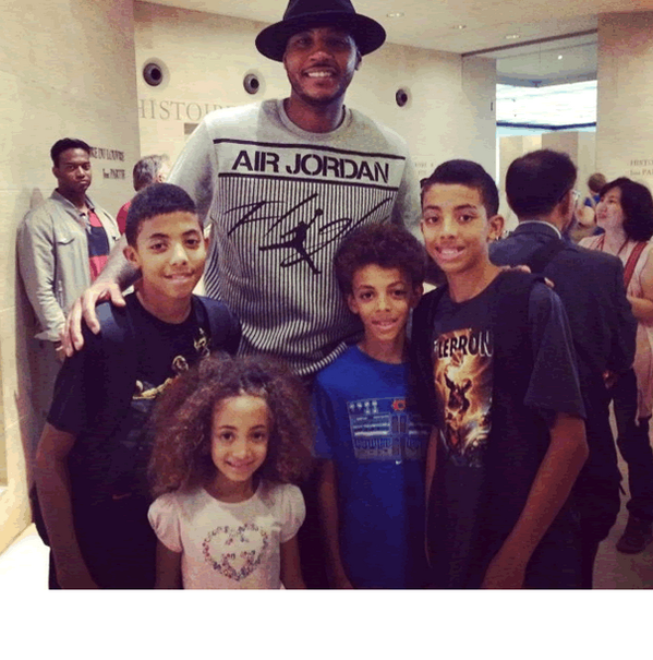 Chicago Bulls Scottie Pippen wife Larsa Pippen just uploaded picture on instagram of her family with Carmelo Anthony http://pic.twitter.com/hfwjrBeXrN