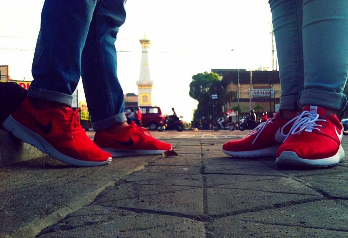 aik_ayu77 : KapeL Nike Roshe run Karo kasirun :D Haha #tugu http ...
