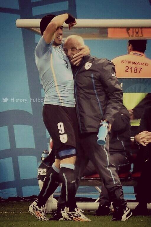 RT @History_Futbol: El Fisioterapeuta de Uruguay, Walter detuvo su tratamiento contra el c?ncer 1 mes para recuperar a Su?rez. http://t.co/?