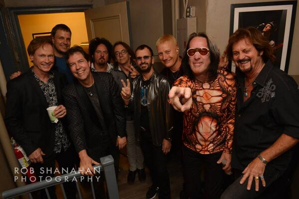what a band! @toddrundgren @stevelukather http://t.co/6E3vufhFHB