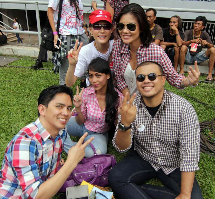 @tigerlilybubu @OlgaLy_DIA @jokoanwar #Konser2Jari #NGABUBURIT2Jari #Jokowi9Juli http://t.co/GZdaeUGNtu