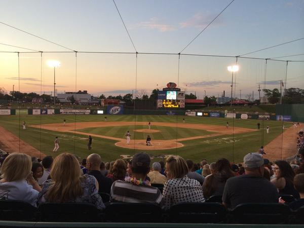Sarah Swistak (@SarahSwistak): Beautiful night for the @LansingLugnuts   Now if only we could get this score turned around... ⚾️ http://t.co/LCnHjN6mRL