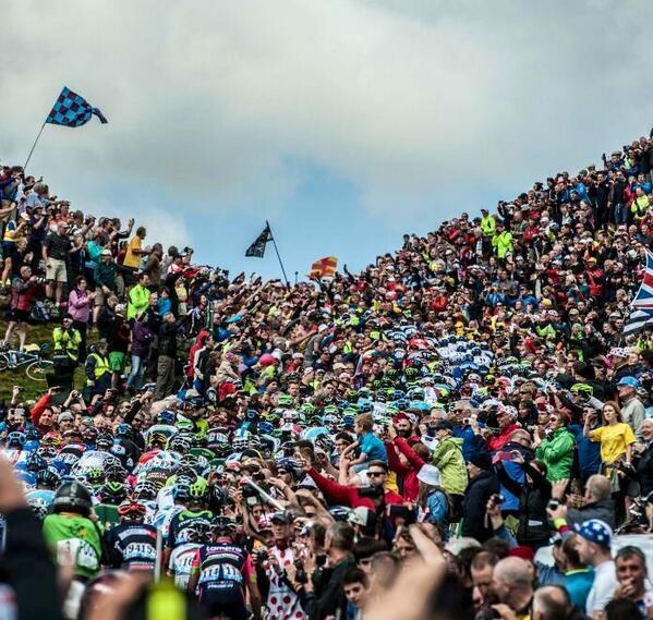 Impresionante...!!!! Sólo en cada pequeño Puerto, había más gente que en un gran campo de fútbol...!!! http://t.co/oDmFQoJX2V