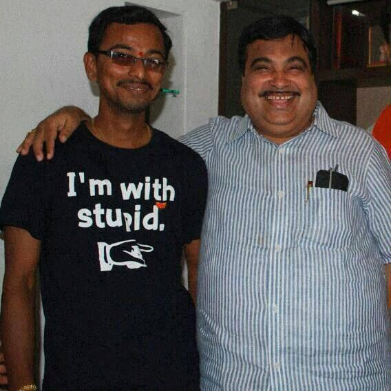 OMG died laughing RT @ankitlal: Ok. This pic will make your Sunday!  P.S.  You can RT after you finish laughing! http://t.co/qFLBOeS1Gg