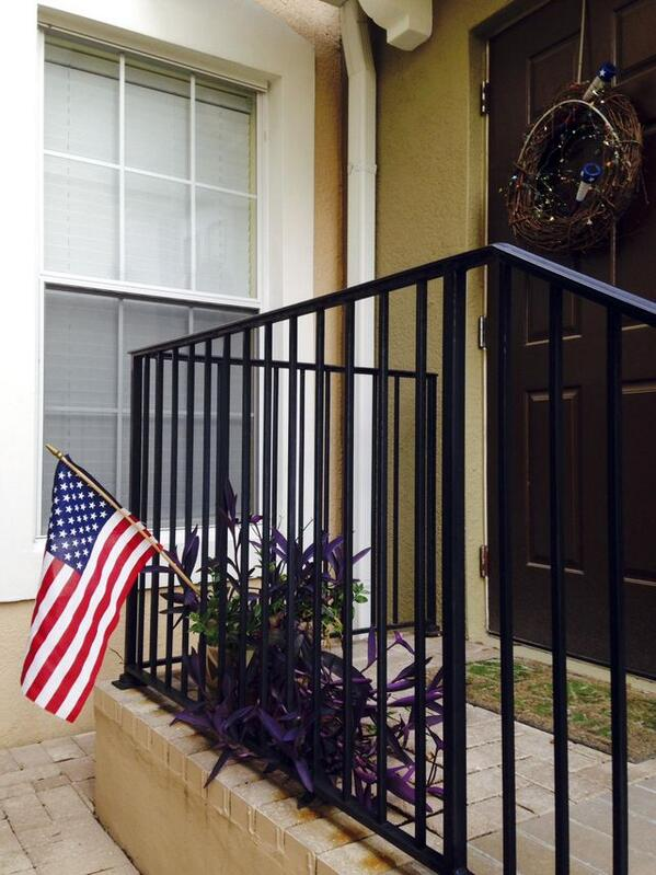 Lear Capital execs pay fines for #veteran facing foreclosure over #American flag http://t.co/t6CqQ9Knwe @washtimes http://t.co/ECmTPKlpdJ