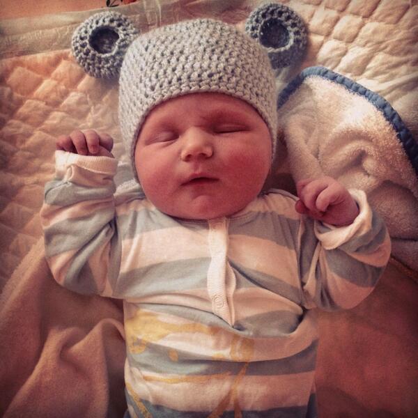 Hij is er, hij is er! Vanmorgen om 5.55 is 'Noah Nelson Geusebroek' geboren! Wat een geschenk! Iedereen maakt t top! http://t.co/fUxOSwyJJV