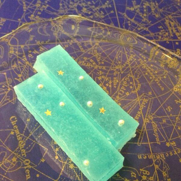 しらとあきこ (@akipcs): 雨の星祭りですので、スパン社さん @spa1203 の夢の中のようなお菓子 星琥珀の写真を(*^^*) 敷いているのは遊星商會さん @yuseisyoukai の星屑紙・宙です http://t.co/eoozkK2s0F