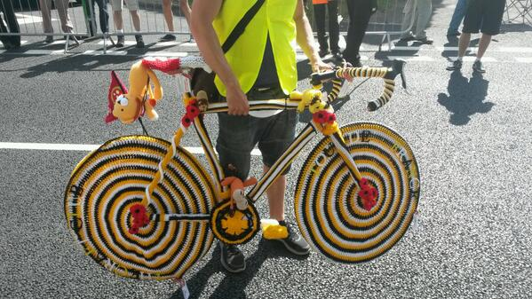The knitted bike in Wethersfield, on its way to Rayne - have you seen it? #LeTourEssex #TdF http://t.co/jAzNgbBjdz