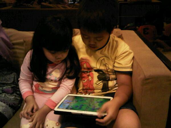Buat Para Orang Tua: Waspadalah, Smartphone Bisa Mengurangi Kemampuan Sosialisasi Pada Anak - AnekaNews.net