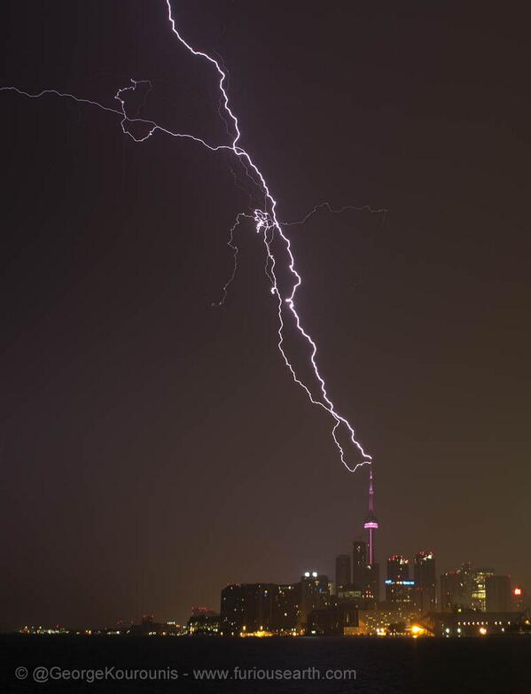 Amazing lightning striking the CN Tower in Toronto! #ONstorm @weathernetwork http://t.co/eGwU033vso
