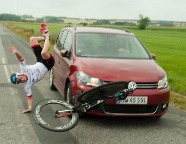 WTF? RT @helle_f: Shocking! Aarhus70.3 winner @henrikhyldelund hit by car at DK Champs... . Foto: Henrik Hansen http://t.co/b8tHmm6ySs