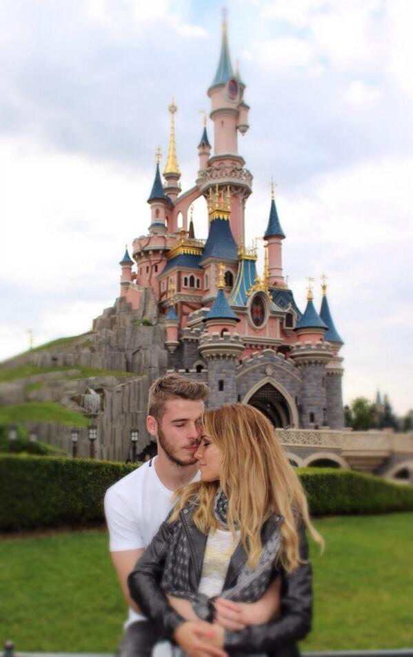 Br8sc1iIYAAVYl3 Man United keeper David De Gea has gone to Disneyland with his girlfriend for his summer holiday [Picture]