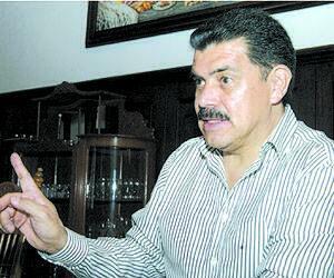 Gobernador @Paco_Olvera explica #Tuzobús http://t.co/LPHhJPE24F @Rebollar_Manuel @Transportehgo @ALAIN_SOUVER http://t.co/qrfRYj7O7g