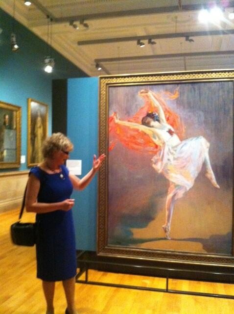 A6. Take a tour of @KelvingroveArt with volunteer guides - they bring artworks alive with stories. #scotlandhour http://t.co/P1TZePVvFx