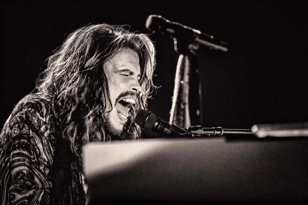 Sing with me, sing for the years, Sing for the laughter and sing for the tears - Dream On, @IamStevenT http://t.co/RSwoQOnM86