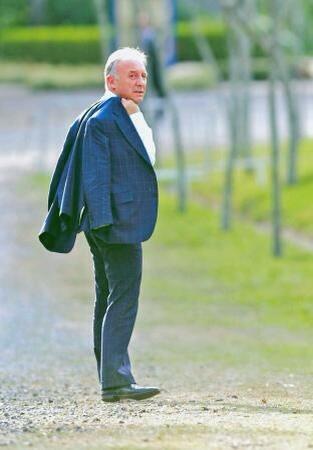 監督はつらいよ(´・ω・`)RT @am_bad_ass: 解散式を終えて会場を去るザッケローニ格好良すぎる。トラさんかよ。 http://t.co/spRolfbrYG