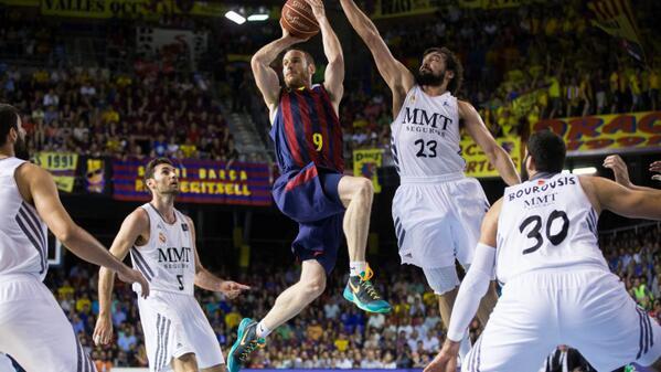 Game 4: @FCBbasket, 83 - @RMBaloncesto, 81. Campions de Lliga - ¡Campeones! - ACB Champions! http://t.co/9rCUx74eLE