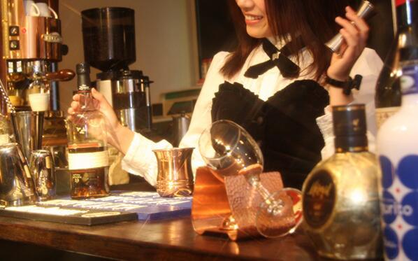 test ツイッターメディア - 【定期】Milkcafeはシングルモルトをはじめ、日本酒、焼酎、リキュール、スピリッツなど多種多様な和洋酒をそろえています。そして、きちんとした商品知識をもったメイドが居るのも自慢です。 #メイド #日本橋 #バー #ウイスキー https://t.co/MovT3EI2o8